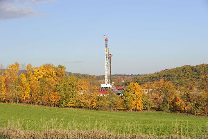 800px-Horizontal_Drilling_Rig