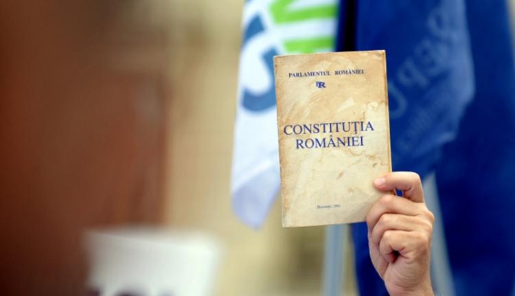 Az új alkotmányt is széttépheti a koalíciós válság