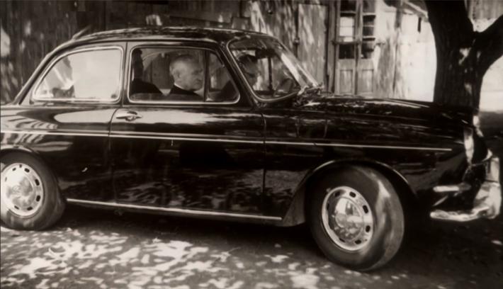 Áron püspök szolgálati autója: akkor és most