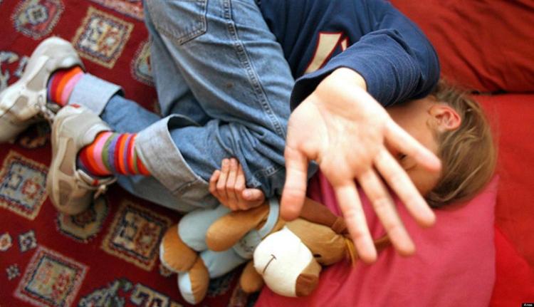 Ez is Románia: pár száz lejért adta el kiskorú lányait egy Temes megyei anya
