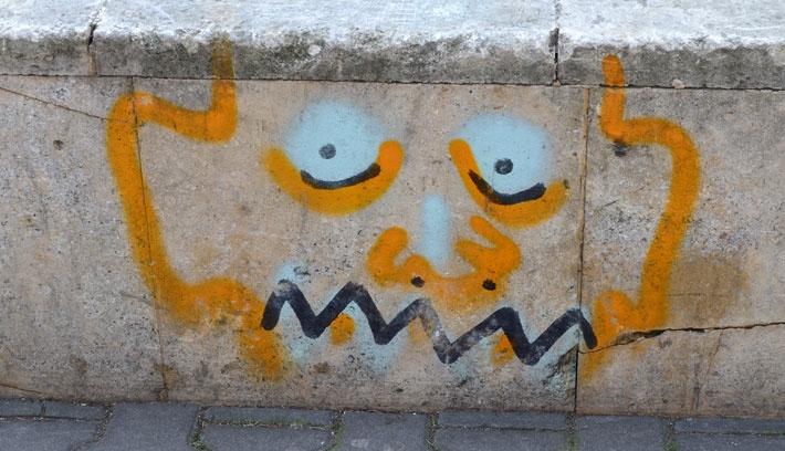 Önkéntesek súrolják le a graffitiket