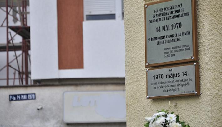 Immár magyar tábla is emlékeztet Szatmár tragikus napjaira