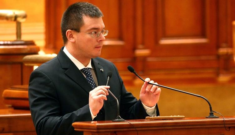 Ellenzéki diadal: megszavazták Ungureanu kinevezését a SIE élére