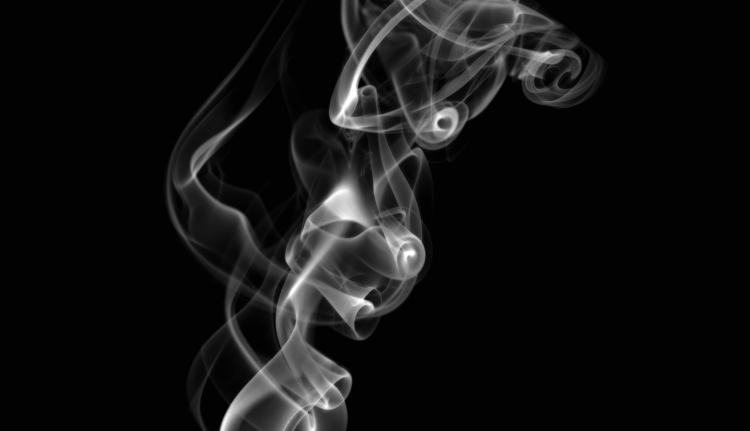 Idén már nem tiltják ki a cigizést a kocsmákból
