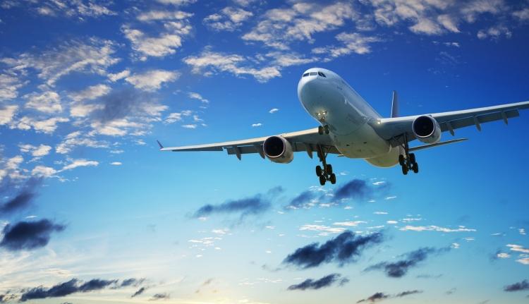 Repülés közben akart kiugrani egy román állampolgár a spanyol gépről