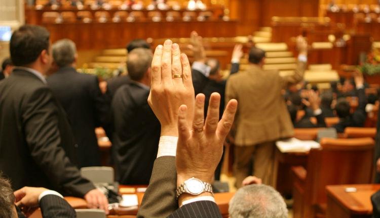 Ezek a büntetőügyes csávók vezetik ma Romániát