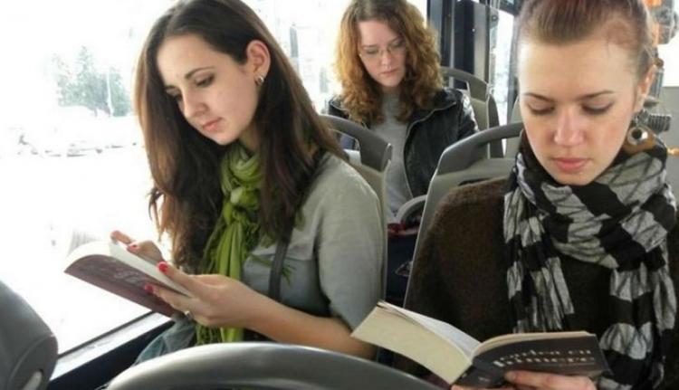 Guruló könyvtár lesz az aradi villamosokból és buszokból