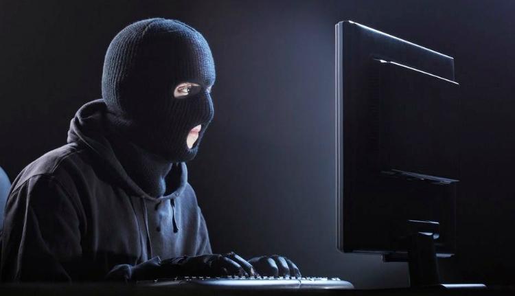 Inkább rabolnak ki az interneten, mint a való életben
