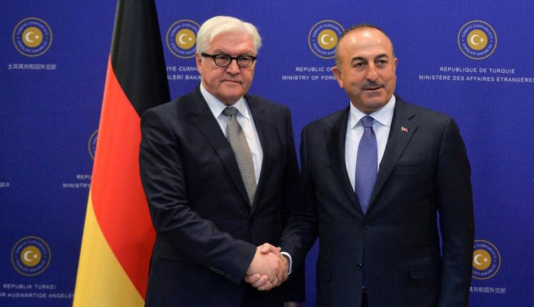Kiborult a török külügyminiszter