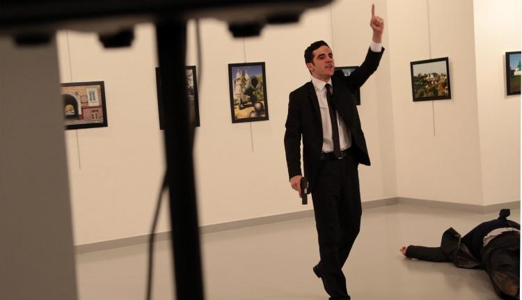 Lelőtték az orosz nagykövetet Ankarában