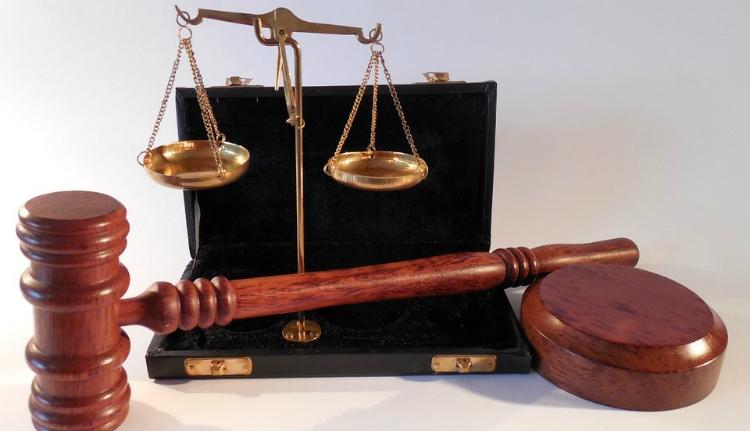 Az ügyészek és a bírák büntethetőségét szeretné elérni az RMDSZ