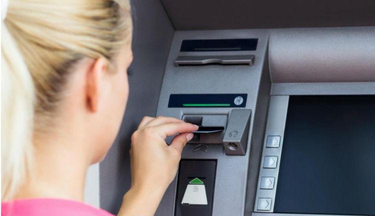A miniszterelnök bankautomatát akar minden faluba
