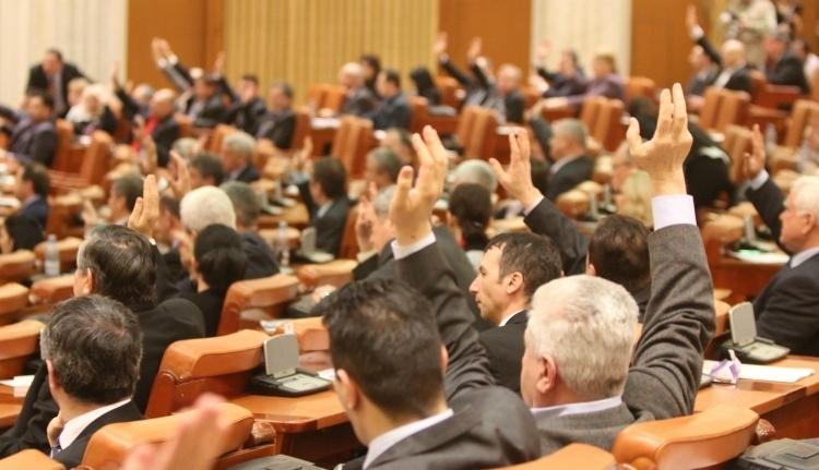 Elkaszálta a képviselőház a gyermeknevelési pótlék emelését