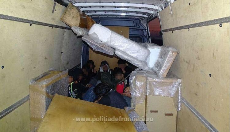 Ázsiai migránsokat, valamint román és bolgár embercsempészeket fogtak el