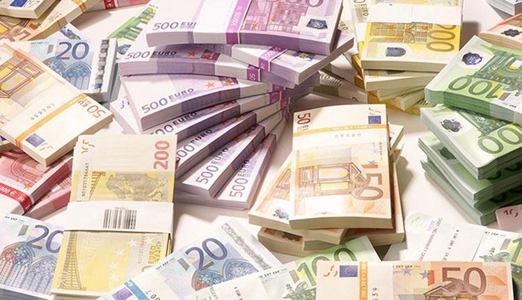 Ön mit tenne, ha találna 9000 eurót a szemétben?