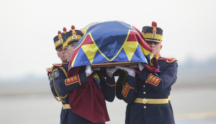 I. Mihály király földi maradványai megérkeztek Romániába
