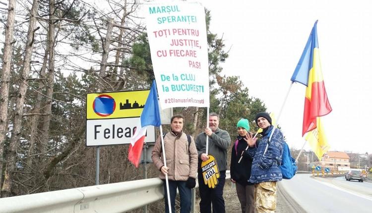 Gyalog indultak el Kolozsvárról Bukarestbe tüntetni