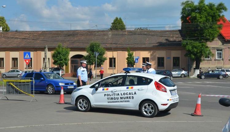 Így is lehet: magyar és román nyelven is tájékoztatja az autósokat a helyi rendőrség Marosvásárhelyen
