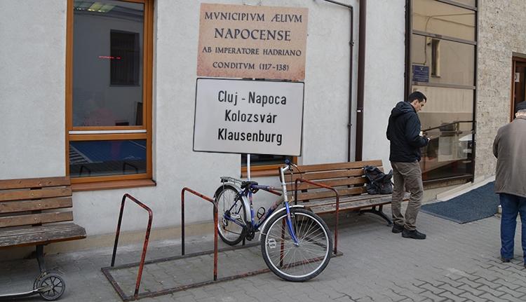 Visszakerült a Kolozsvár-tábla a Musai-Muszáj biciklijére!