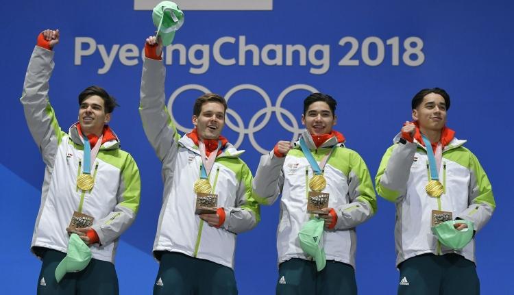 """Most már """"teljes"""" az olimpiai bajnoki cím: megkapták az aranyérmeket a magyar gyorskorcsolyázók"""