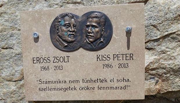 Felállította Erőss Zsolt emléktábláját Varga Csaba a Himalájában