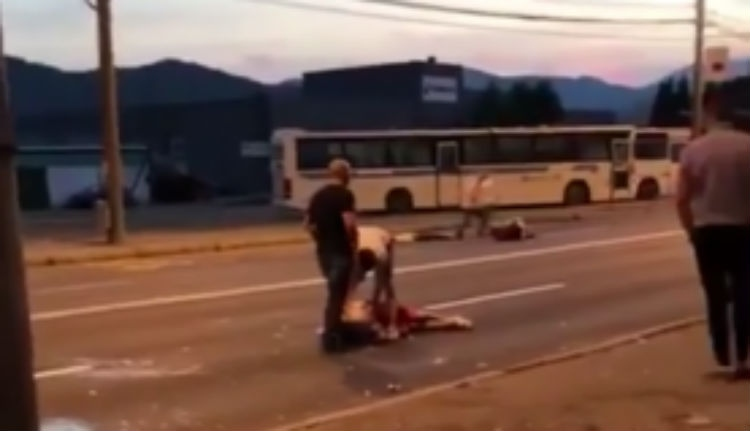 A nyílt utcán vertek eszméletlenre három fiatalt Nagybányán (VIDEÓ)