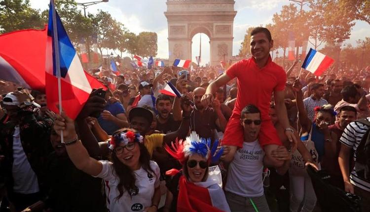 Belehaltak a győzelembe: zavargásokba torkollt a vébémámor Franciaországban