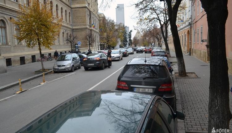 Ha az autókat kitiltanák a belvárosból, hogyan épül mégis parkolóház a Házsongárd mellett?