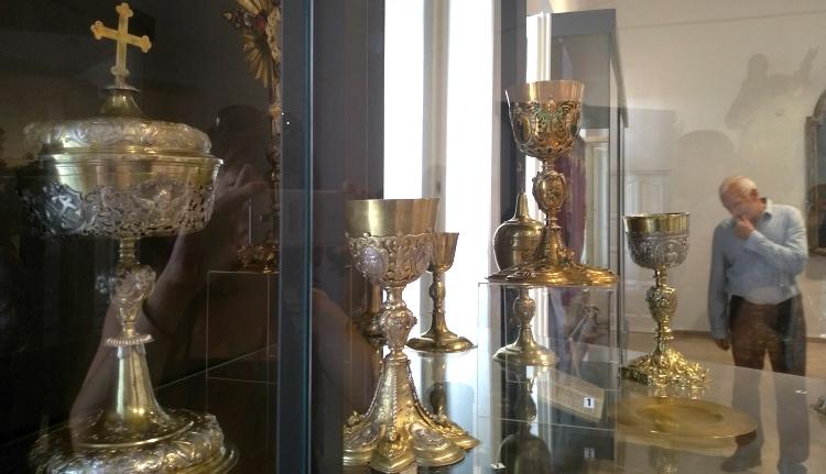 Beleshetünk a katolikus egyház évszázados kolozsvári kincstárába