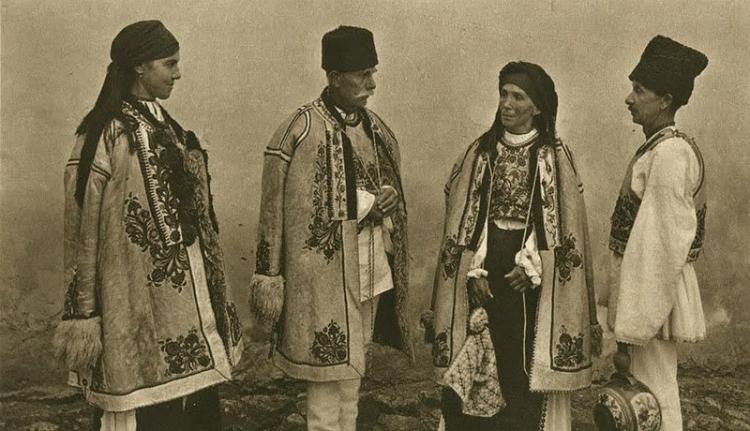 Az erdélyi románok kiszorítottak és szegények voltak. Bezzeg a magyarok és a szászok!