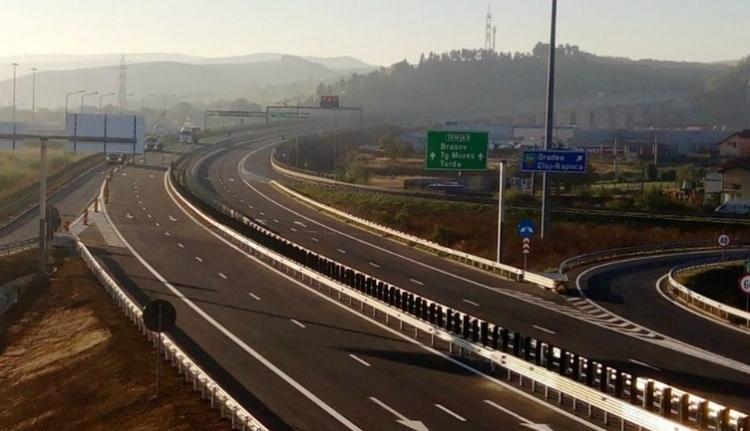 Még mindig látszatmegoldásokkal rukkol elő a kormány autópályaügyben