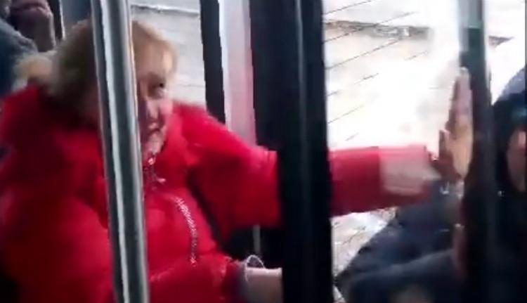 Kész röhej: sofőröstől ejtette túszul az utasokat egy vadiúj autóbusz (VIDEÓval)