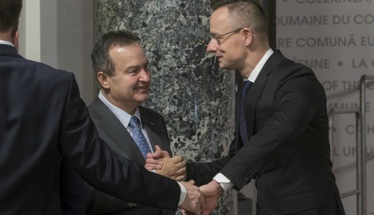 Egy napra két műhiszti is jutott a román sajtóban magyar politikusok látogatásai ürügyén