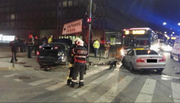 Elsöpörték a gyalogosokat az autók egy piroson áthajtó sofőr miatt Kolozsváron