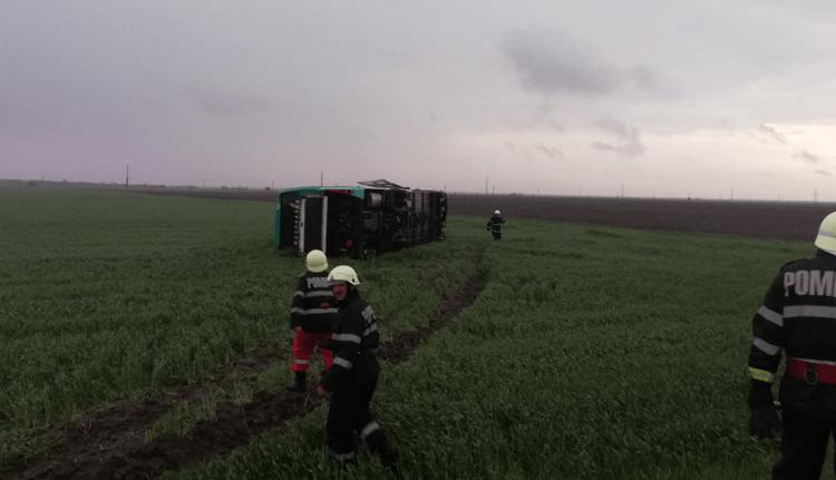 Nézze meg videón, milyen érzés egy olyan buszon utazni, amit felkap, majd földhöz vág egy tornádó