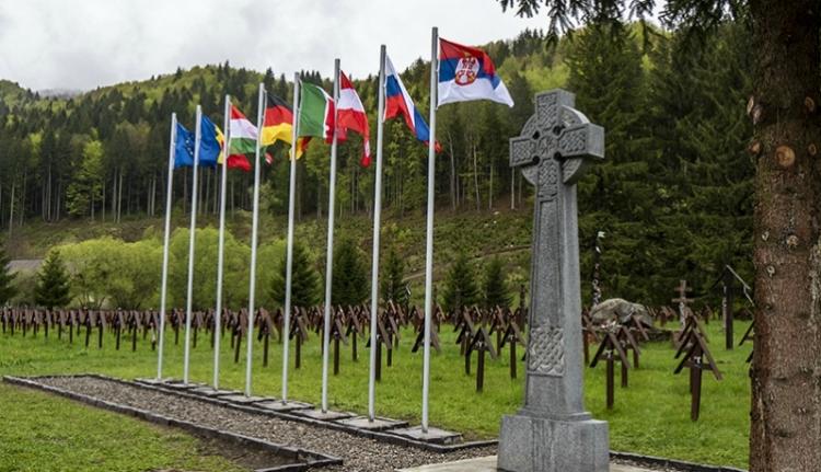 Mégsem avatják fel a beejtőernyőzött román emlékművet az úzvölgyi katonatemetőben
