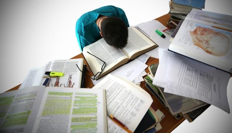 Közeledik a vizsgaidőszak, naná, hogy mindent a feje tetejére állított az oktatásban a miniszter