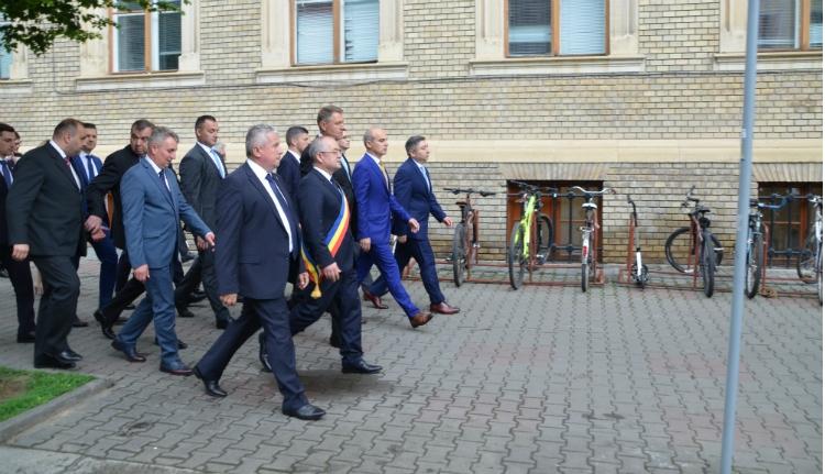 Klaus Iohannis végigmasírozott Kolozsvár központján