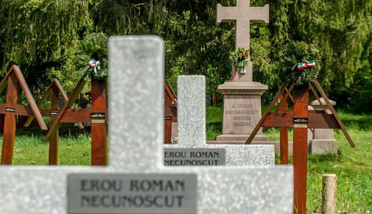 Hivatalos: a román hatóság hazudott. Az úzvölgyi betonkeresztek alatt magyar katonasírok vannak