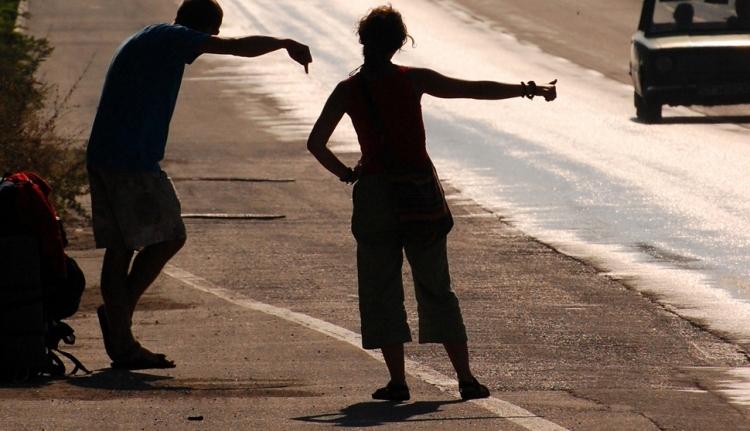 Caracal-effektus: a rendőrségnek eszébe jutott, hogy tilos a stoppolás