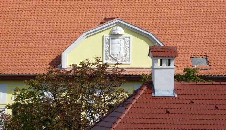 Mostantól ismét magyar címer díszít egy erdélyi épületet