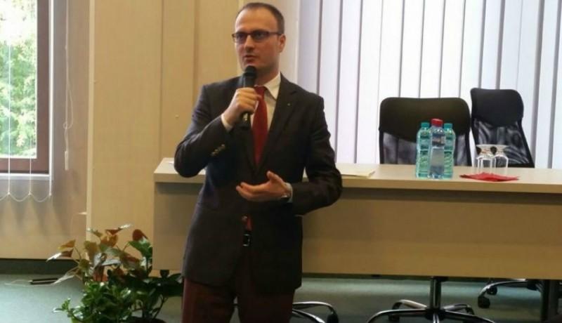 Már bőven kegyeletsértés az, amit Alexandru Cumpănașu a caracali rém áldozataival művel