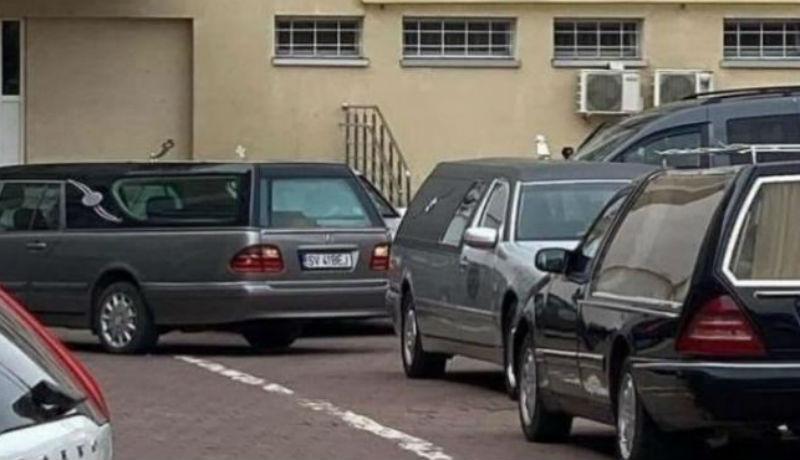 Ilyen nincs: kenőpénzt kérnek a koronavírus-fertőzésben elhunytak kiadásáért a suceavai kórház halottasházában