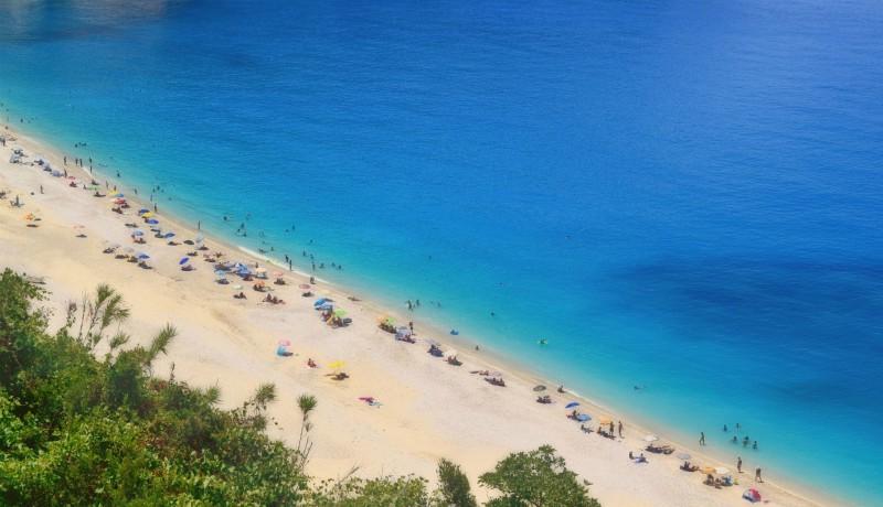 A román turisták nem tudták, hogy a görögöknél délben kezdődik a nap
