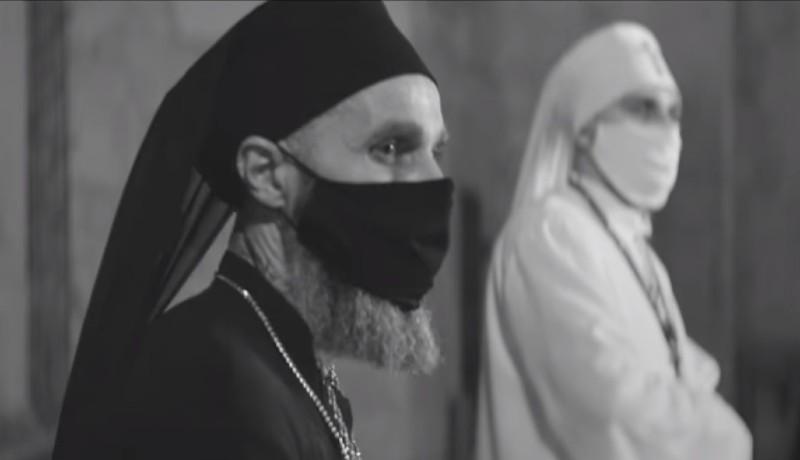 Hogyan kerültek maszkos ortodox pópák a Farkas utcai református templom elé?