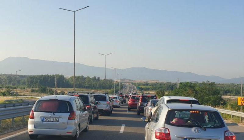 Megint olyan hosszú a kocsisor a görög határon, hogy az unatkozó román turisták hóráztak egyet