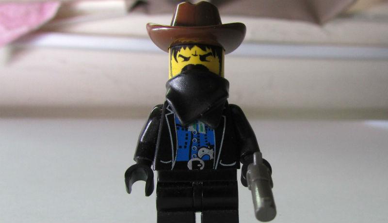 Lehet, hogy a vírus ellen véd a maszk, de az ellen nem, hogy felismerjenek, ha kiraboltunk egy boltot