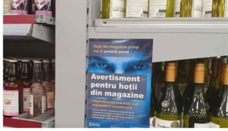 Engedett a nyomásnak a brit áruházlánc: bevonták a tolvajokat román nyelven figyelmeztető plakátot