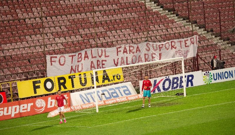 Marad a szomorú látkép: pár hónapig még biztosan üresek lesznek a stadionok lelátói