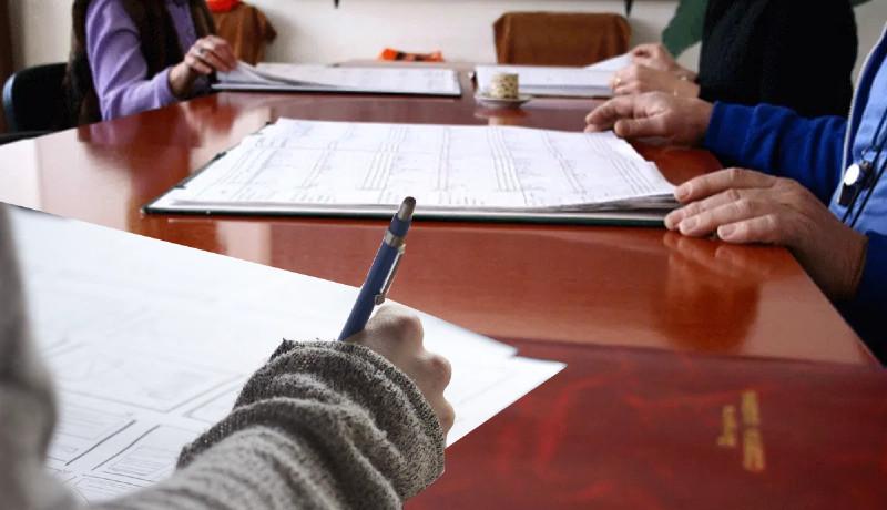 Nos, kedves diákok, készíthetitek a tollat: ősztől már ti is minősíthetitek a tanárok teljesítményét